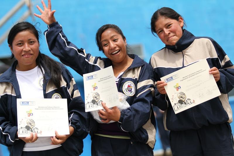 Estudiantes de institutos de San Pedro participaron en los talleres Crea y Recrea del Festival de San Marcos _43009