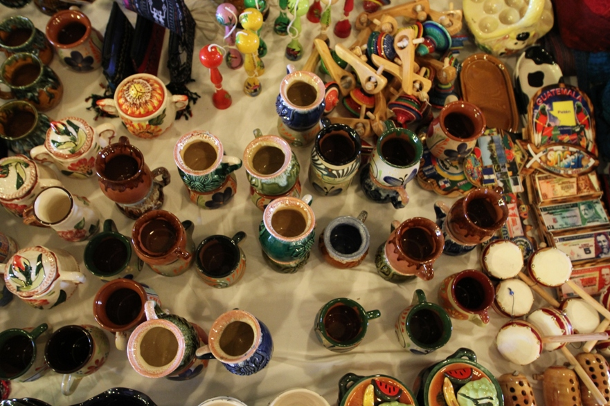 Artesanías guatemaltecas forman parte de la colección que artesanos del interior están promoviendo y vendiendo en esta expoventa.