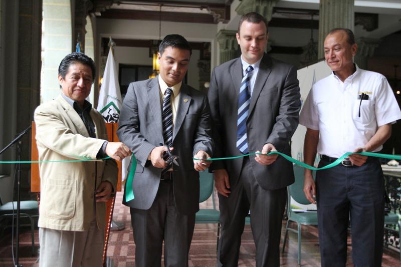 El corte simbólico en la inauguración de la exposición Megadiversidad estuvo a cargo de Benedicto Lucas, Secretario del CONAP