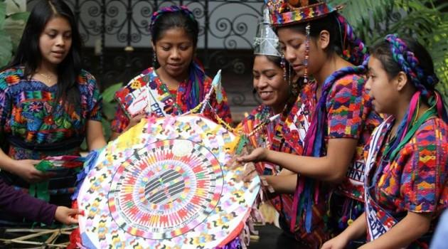 El Festival de Barriletes Gigantes de Santiago Sacatepéquez se estará celebrando el 1 y 2 de noviembre, por lo cual la ASOSDEC y el MCD invita a la población a presenciar esta actividad