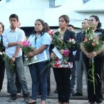 Ofrenda floral en honor a Efraín Recinos, en el Teatro Nacional