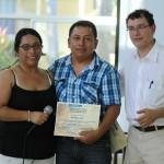Como buen anfitrión, el Director de Chiquimula recibió un reconocimiento de Mario Caxaj.