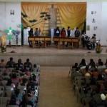 Asistentes al evento apreciando las melodías en marimba.