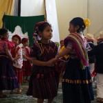 Presentación de danzas folklóricas por alumnos de párvulos.