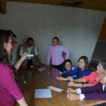 En los talleres,  las y los participantes comparten buenos momentos.
