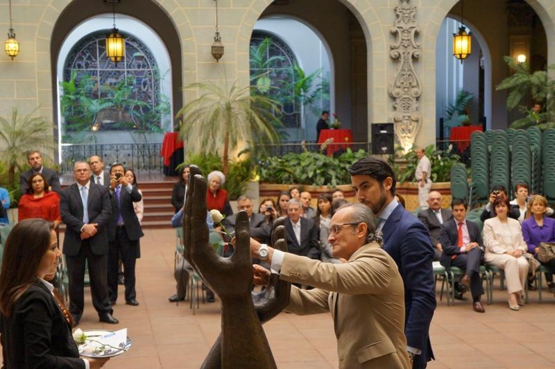 Rafael Briz realizó el cambio de la Rosa de la Paz en nombre de la CAMACOES