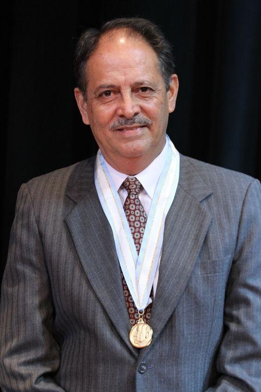 VICTOR MUÑOS PREMIO NACIONAL DE LITERATURA_7914
