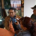 Daniel Aquino, Director del MUNAE al ser entrevistado por los reporteros.
