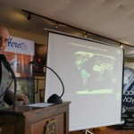 Richard Hansen, explicando los beneficios de implementar un modelo de turismo autosostenible.