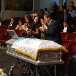 La OSN recibió con honores el féretro del maestro Sosa.