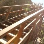 Nueva escalinata de madera para subir al templo II por la parte posterior, la cual fue diseñada por la arquitecta Nicté Mazariegos.