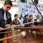 La Marimba Teclas de Oro y Marimba de la Municipalidad de Villa Nueva, se unieron al ensamble de marimbas, a las 13 horas.