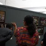 El Embajador de España en Guatemala, realizó un recorrido para observar la exposición fotográfica.