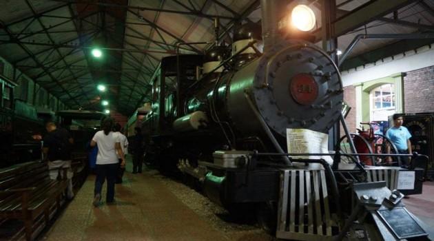Los trenes en su estación.