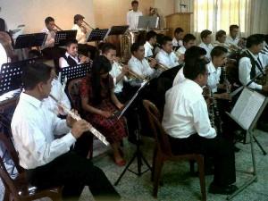 Jóvenes músicos asisten a encuentro de bandas