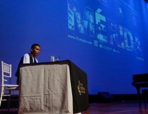 Escritor guatemalteco dictó conferencia sobre literatura y cultura08943
