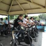 Más de 350 personas asisten, a las actividades de bicicletas bajo techo,  en el Campo de Marte