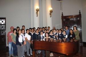 Jóvenes participan en Talleres de Acercamiento al Arte