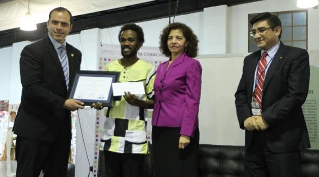 """Guatemalteco es galardonado con el premio Mesoamericano a la poesía """"Luis Cardoza y Aragón"""" 2"""