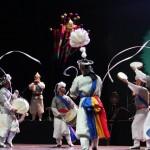 Espectáculo de fusión entre música tradicional coreana y bailes modernos