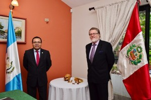 Guatemala entrega bienes culturales a Perú