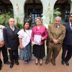 honran-con-cambio-de-la-rosa-a-educadora-guatemalteca2