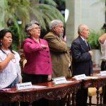 honran-con-cambio-de-la-rosa-a-educadora-guatemalteca6