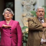 honran-con-cambio-de-la-rosa-a-educadora-guatemalteca7