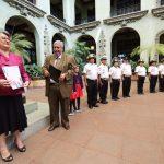 honran-con-cambio-de-la-rosa-a-educadora-guatemalteca9