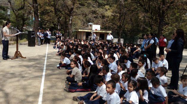 CREA y Editorial Cultura brindan acercamiento con la lectura y la literatura a alumnos de colegio en San Lucas Sacatepéquez