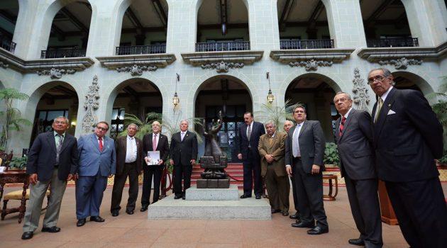 Cambio de la Rosa de la Paz a la Asociación de Dignatarios de la Nación
