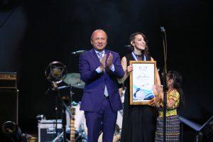 Medalla de la Paz a Gaby Moreno 3
