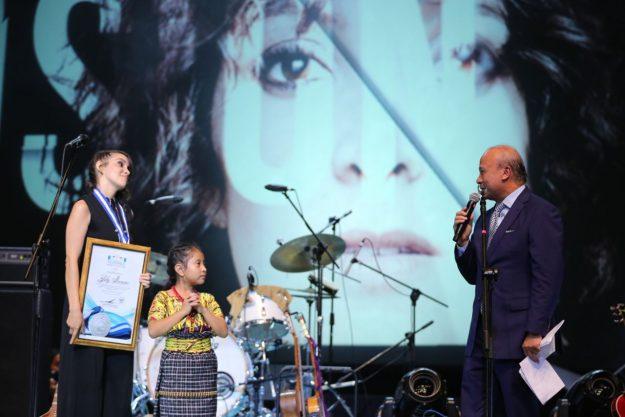 Medalla de la Paz a Gaby Moreno