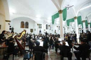 Orquesta Sinfónica Nacional llena con música iglesia Santa Catalina
