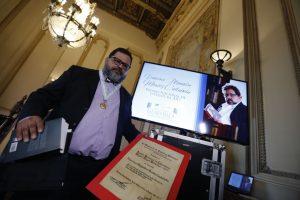 Francisco Alejandro Méndez Castañeda recibe el Premio Nacional de Literatura