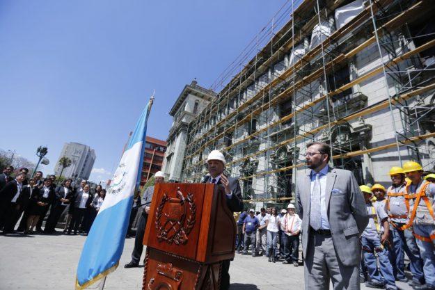 trabajos de construccion fachada palacio nacional