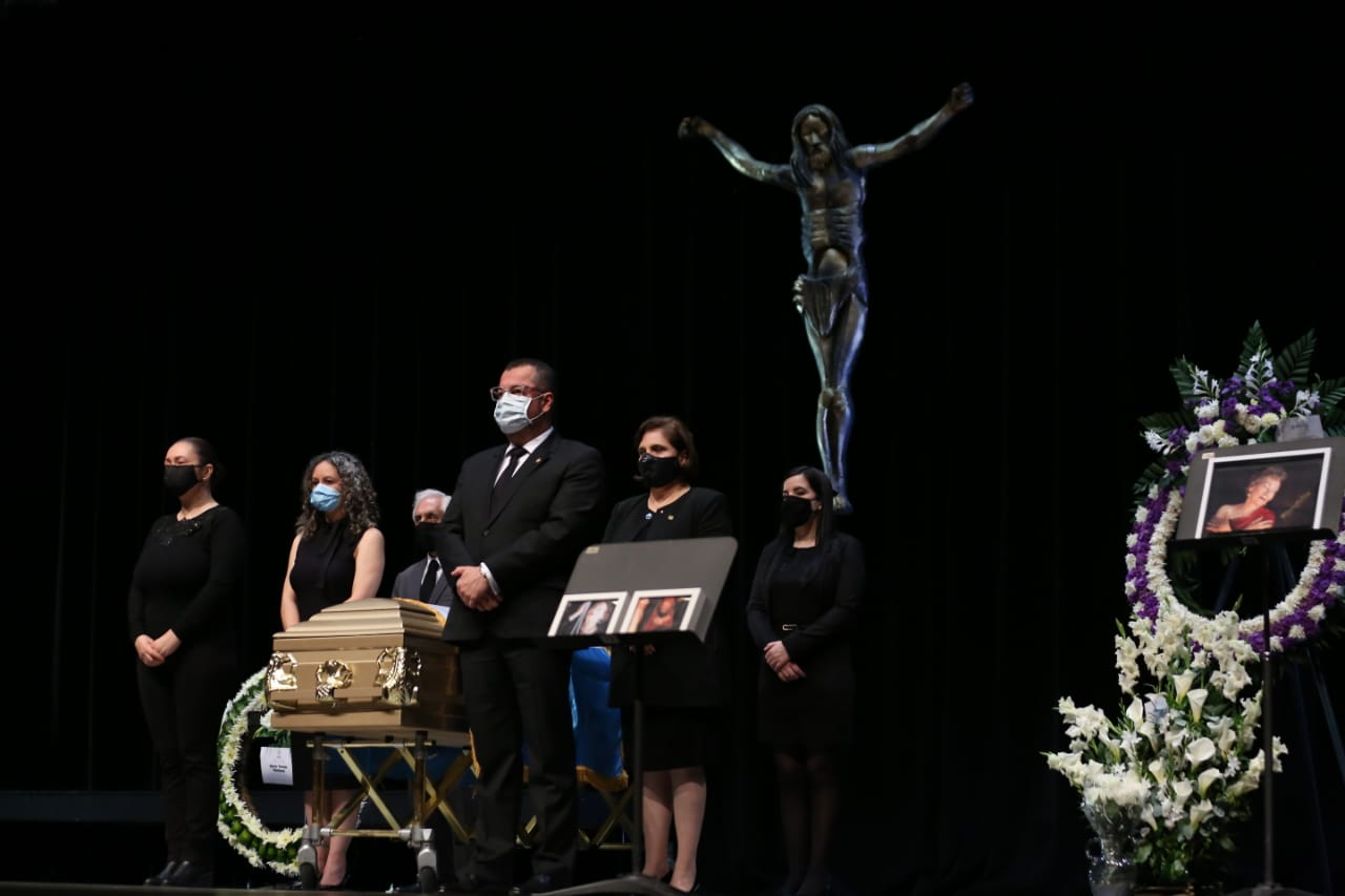 Ministerio de Cultura y Deportes rinde honras fúnebres a María Teresa Martínez