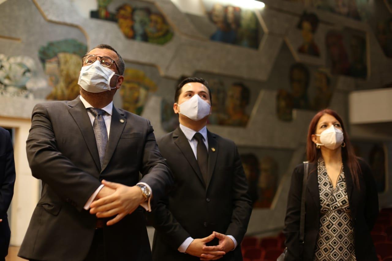 Ministro Felipe Aguilar anuncia cierre emergente del auditorio del Conservatorio Nacional de Música